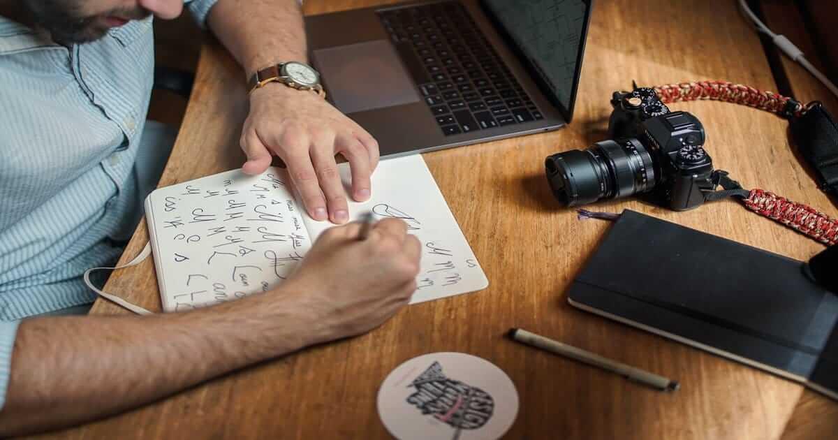 Mous Media - 8 kriteria desain logo yang baik dan benar bagi usaha anda